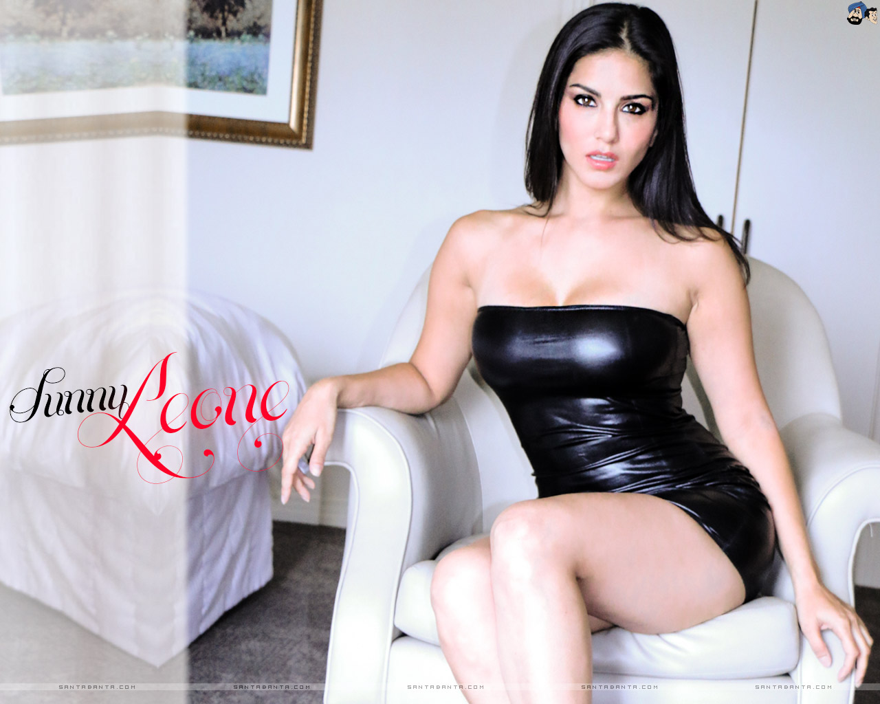 Sexy MILF Sunny Leone slips out of tight dress in order to masturbate № 79277  скачать